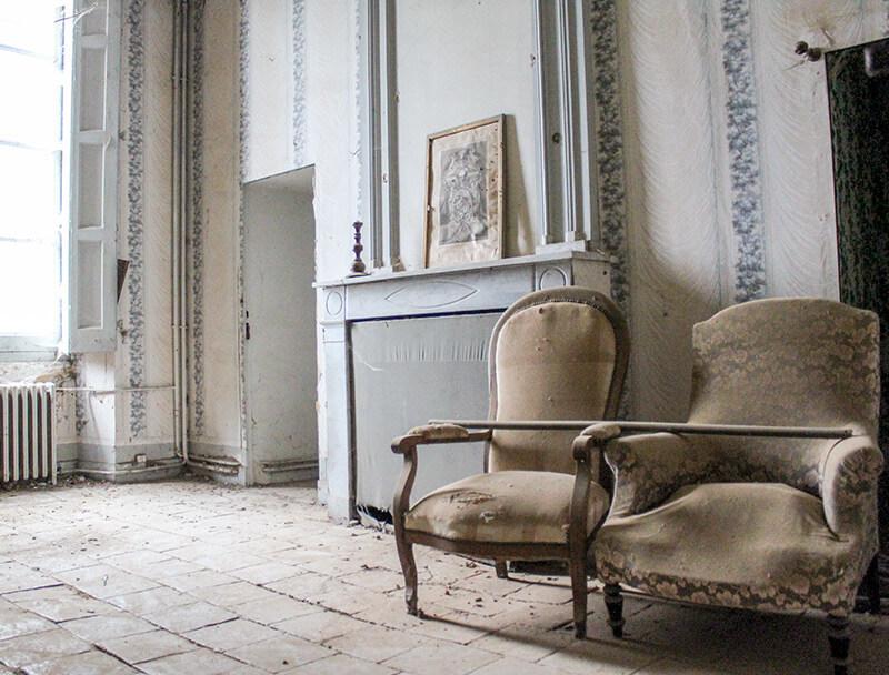 Photo anciennes chaises Château des Confluences